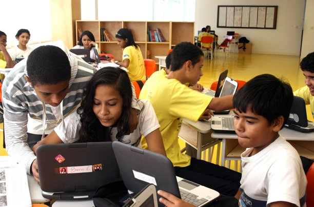escola na rocinha utiliza tablets na sala de aula