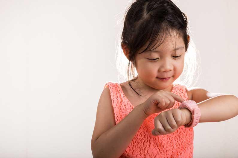 criança-com-smartwatch