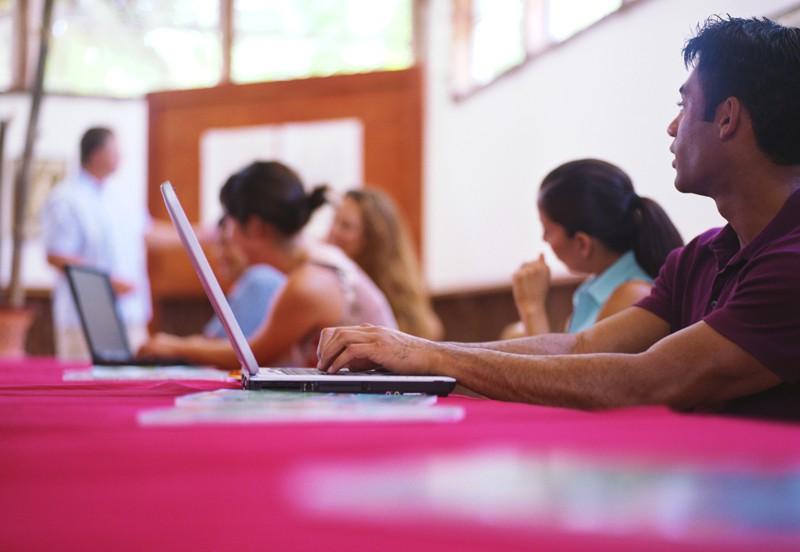 tecnologia tem facilitado corrigir a defasagem dos alunos
